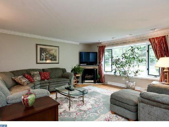 2210 Terwood Rd, Huntingdon Valley, PA 19006