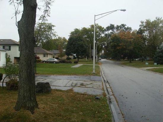 33 S Wisconsin Ave, Addison, IL 60101
