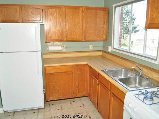 922 Prestwood Rd, Baltimore, MD 21228