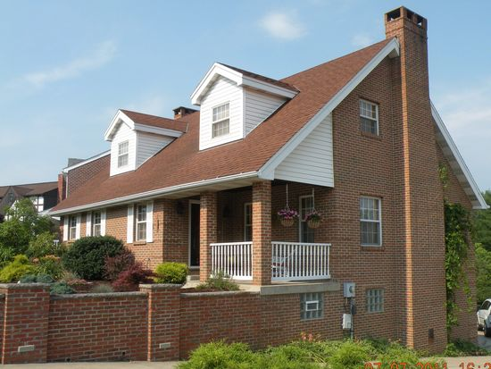 1013 Jeff Dr, Library, PA 15129