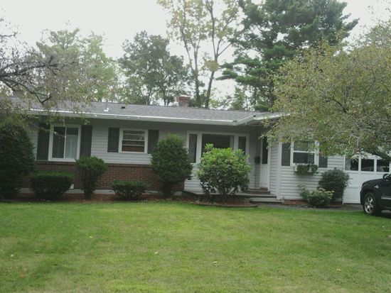 80 Maple Grove Dr, Pittsfield, MA 01201