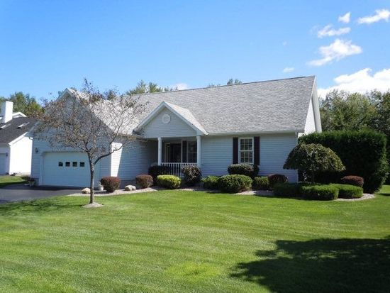 39 Woodhaven Dr, Rouses Point, NY 12979