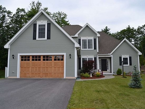 12 Blueberry Dr, Manchester, NH 03102
