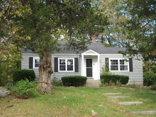 218 Holt Rd, Andover, MA 01810