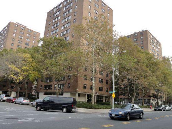 3365 14th St APT 4D, Long Island City, NY 11106