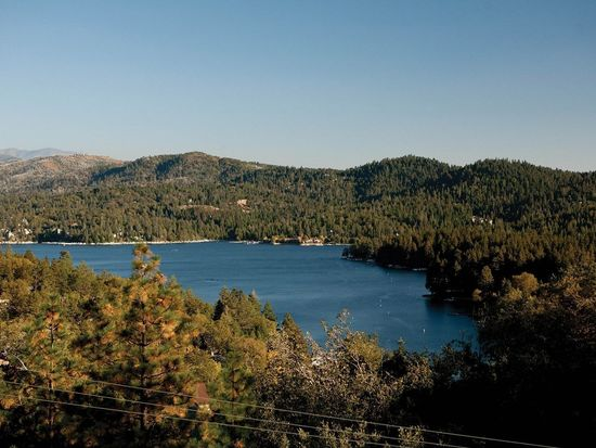 27472 Alpen Dr, Lake Arrowhead, CA 92352