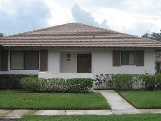 228 Club Dr, Palm Beach Gardens, FL 33418