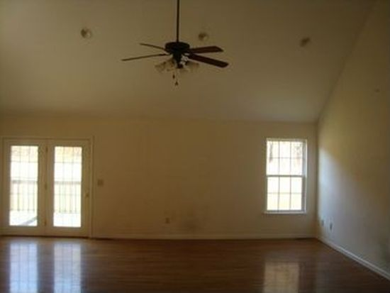 433 S Austin Springs Rd, Johnson City, TN 37601