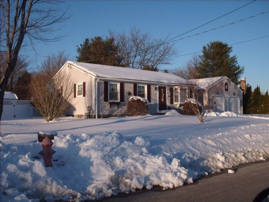 100 Woodhaven Rd, Woonsocket, RI 02895