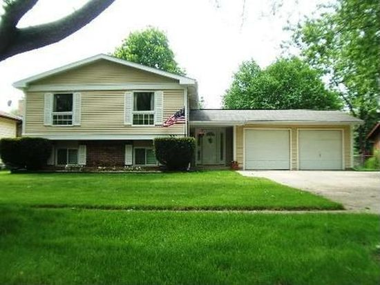 721 Wiltshire Ct, Crystal Lake, IL 60014
