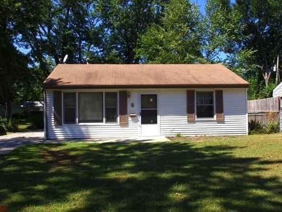 8 Mcnulty Dr, Florissant, MO 63031