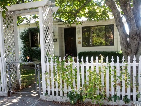 225 Locust Ave, Sonoma, CA 95476
