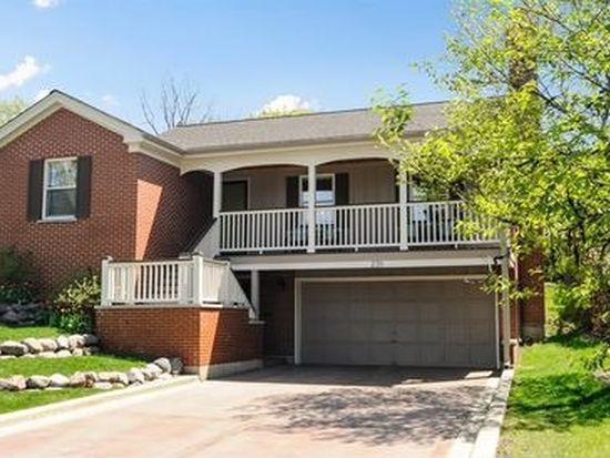 235 Coolidge Ave, Barrington, IL 60010