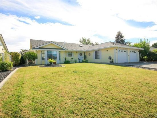 568 Yellowstone Dr, Vacaville, CA 95687
