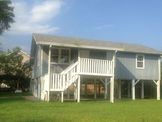 4017 7th Ave, Bay St Louis, MS 39520