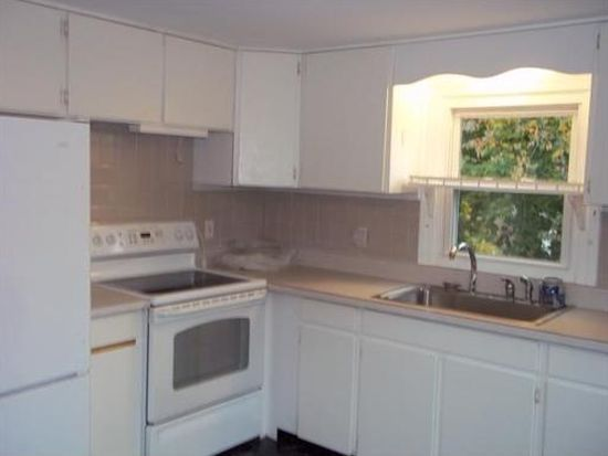 51 Hilltop Ave, Plymouth, MA 02360