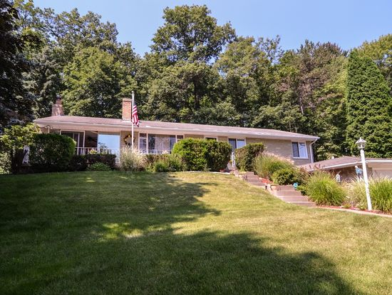 9451 Meadow Rd, Allison Park, PA 15101