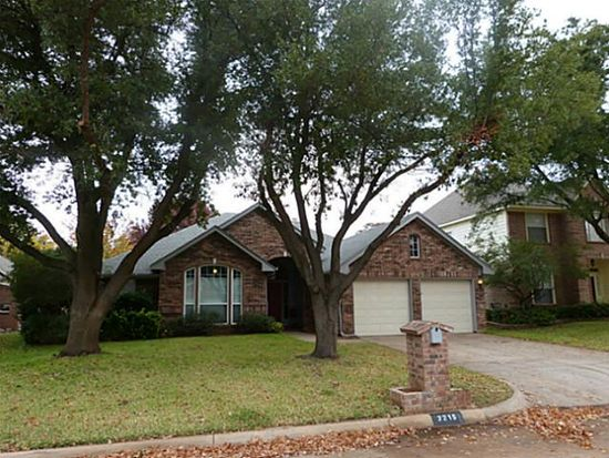 2215 S Branch Dr, Arlington, TX 76001