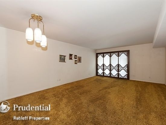 6950 N Bell Ave APT 201, Chicago, IL 60645