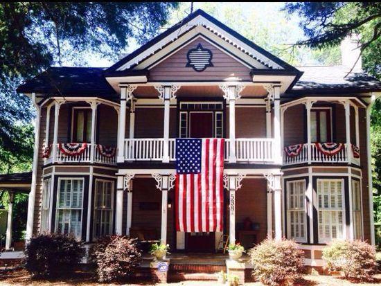 538 Carthage St, Cameron, NC 28326