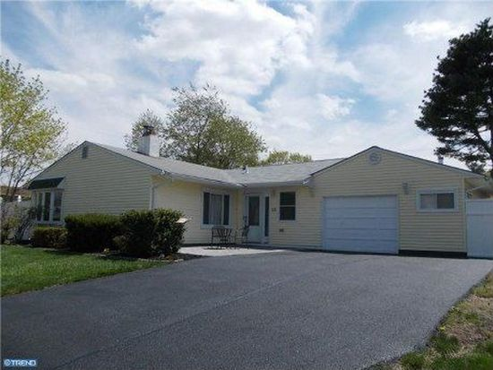 58 Peartree Ln, Levittown, PA 19054