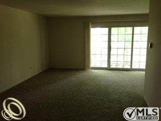 408 Fox Hills Dr S APT 8, Bloomfield Hills, MI 48304