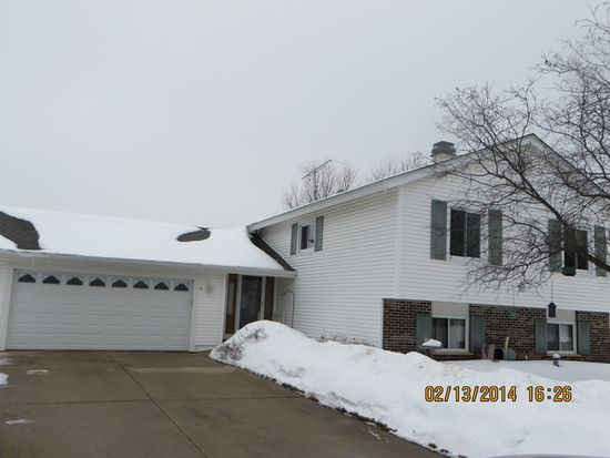 5104 W Greenbrier Dr, Mchenry, IL 60050
