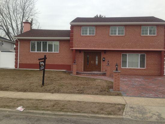37 Fox Pl, Hicksville, NY 11801