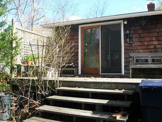 54 Enfield Ave, North Kingstown, RI 02852