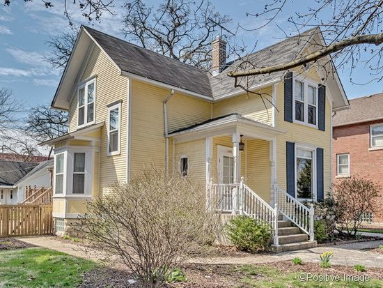 1135 Curtiss St, Downers Grove, IL 60515