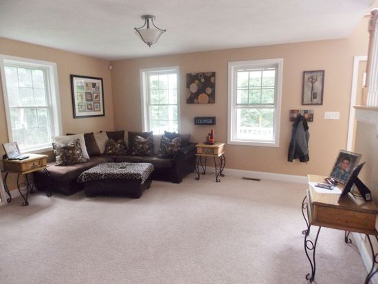 97 N Main St, Newton, NH 03858