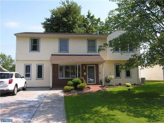 632 Auburn Rd, Fairless Hills, PA 19030
