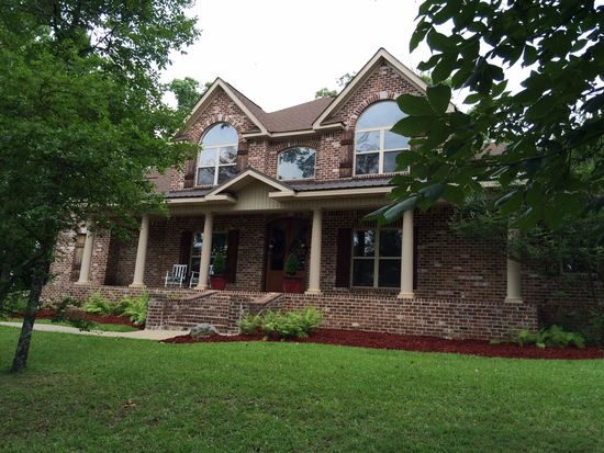 2 Lakeview Dr, Raymond, MS 39154