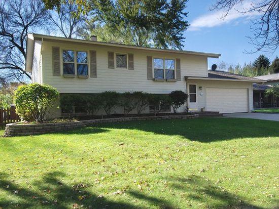 701 Bedford Dr, Crystal Lake, IL 60014