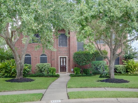 4202 Canterbury Ct, Sugar Land, TX 77479