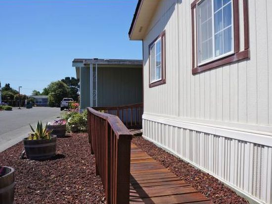 2018 Hummingbird Dr, Mckinleyville, CA 95519