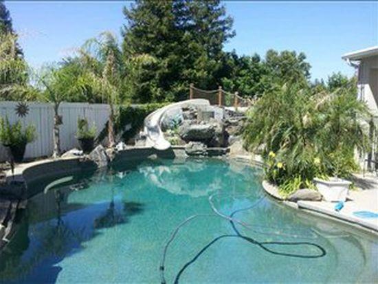 1719 E La Quinta Dr, Fresno, CA 93730