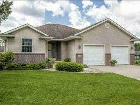 5555 Sunburst Dr, Pleasant Hill, IA 50327