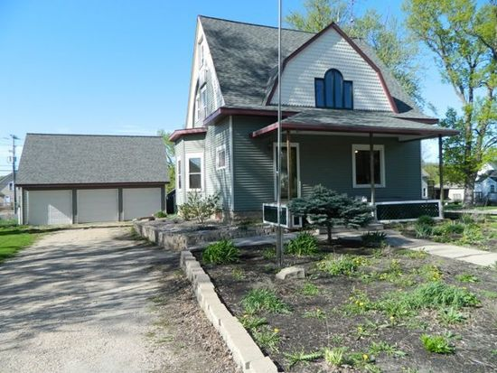 121 E Spring St, New London, WI 54961