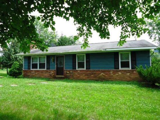 135 Lakes Valley Rd, Strasburg, VA 22657