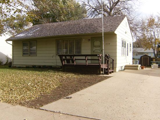 1512 Mulberry St, Yankton, SD 57078