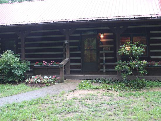 31 Red Bird Trl, Blue Ridge, GA 30513