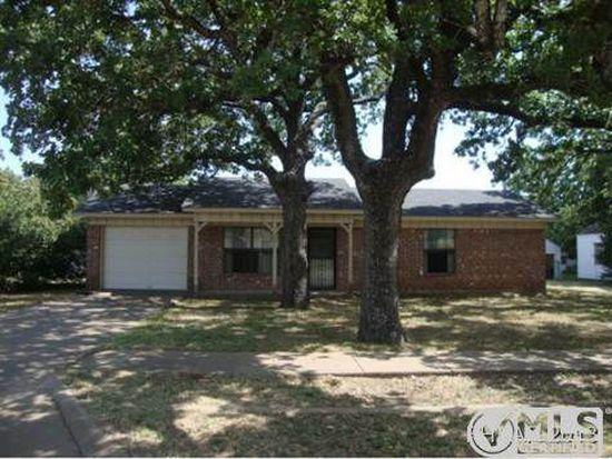 1102 Saunders St, Gatesville, TX 76528