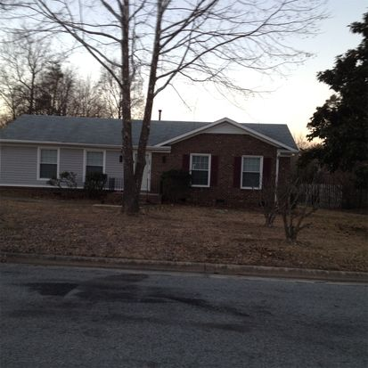 701 Woodlake Dr, Greensboro, NC 27406