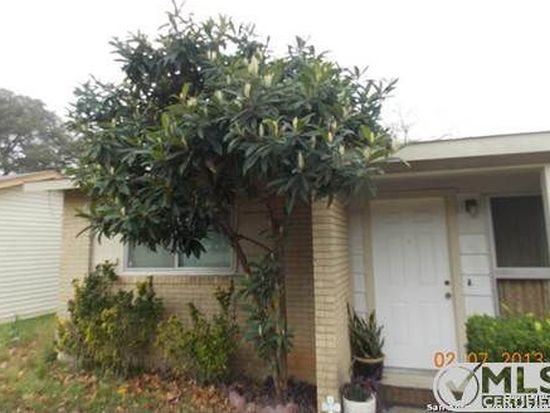 121 Rosewood Dr, Universal City, TX 78148