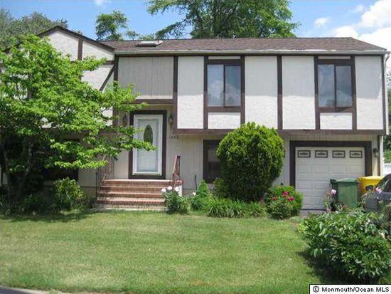 1292 Medina Rd, Lakewood, NJ 08701