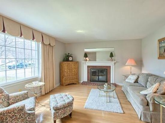 12 Linwood St, Andover, MA 01810