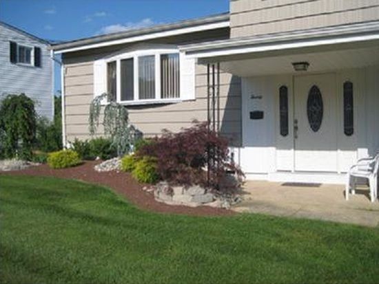 20 Everly St, Old Bridge, NJ 08857