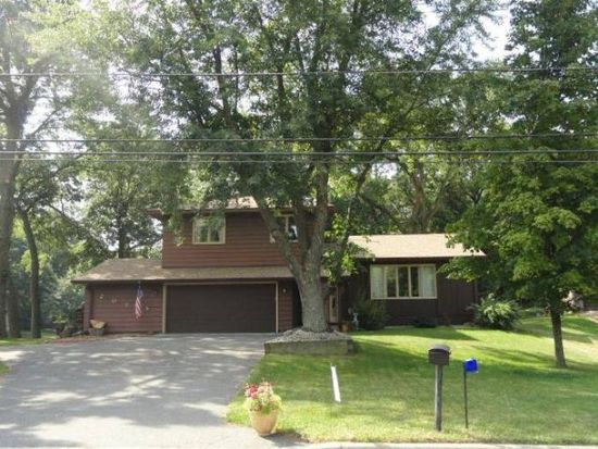2070 17th Ave E, Maplewood, MN 55109