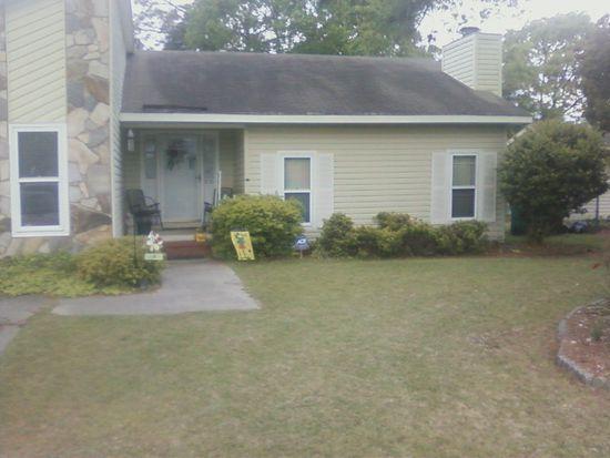 5735 Trevino St, Hope Mills, NC 28348